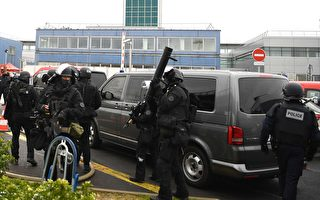 巴黎机场惊传枪响 男子试图夺枪遭击毙