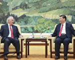 美国务卿蒂勒森计划缺席他的首次北约外交部长会议,以便参加川普和习近平的会晤,并稍后赴俄国。 (Lintao Zhang/Getty Images)