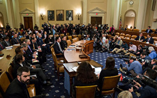 3月20日,美国联邦调查局局长科米(James Comey)出席国会听证,表示没有证据支持川普总统的监听指控。(Zach Gibson/Getty Images)