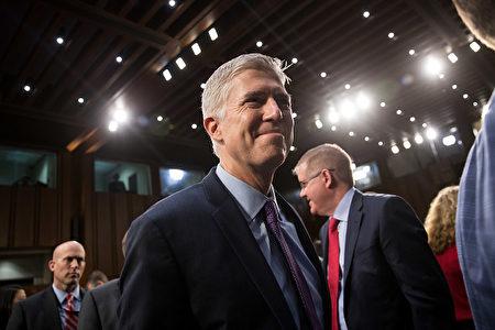 周二(3月21日),美参议院对高院大法官提名人戈萨奇(Neil Gorsuch)进行第二天听证。(Photo by Drew Angerer/Getty Images)