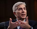 3月21日,美国大法官提名人戈萨奇在国会接受任命听证。 (Drew Angerer/Getty Images)