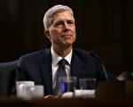 美国参院司法委员会周一(4月3日)以11:9的投票结果,通过对最高法院大法官提名人戈萨奇的确认。(Justin Sullivan/Getty Images)