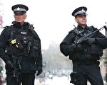3月23日,英國武裝警察駐守國會大廈附近,保護該地區。(DANIEL LEAL-OLIVAS/AFP/Getty Images)