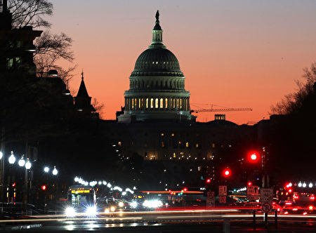 美国国会众议院原计划周四(23日)对废除和替代奥巴马健保的新健保法案进行投票。但共和党领袖在投票前几个小时决定推迟投票。 (Photo by Mark Wilson/Getty Images)