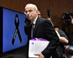 自杀飞行员的父亲试图为儿子翻案,3月24日,在德国之翼坠机两周年之际,在柏林举行新闻发布会。(TOBIAS SCHWARZ/AFP/Getty Images)