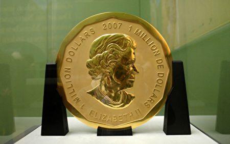 德国柏林博德博物馆周一(27日)凌晨发生一起盗窃案,1枚约100公斤重、面值约为100万美元的巨型金币被盗。(Photo credit should read MARCEL METTELSIEFEN/AFP/Getty Images)