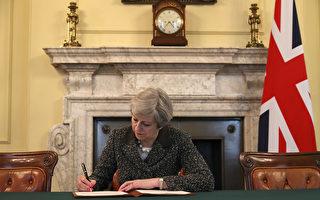 3月28日,英國首相特里莎‧梅(Theresa May)簽署給歐盟理事會主席Donald Tusk的信函,聲明英國退出歐盟。 (Photo by Christopher Furlong - WPA Pool/Getty Images)