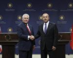 美国国务卿蒂勒森3月30日访问土耳其,和土国外长卡夫索格鲁举行新闻发布会。(ADEM ALTAN/AFP/Getty Images)