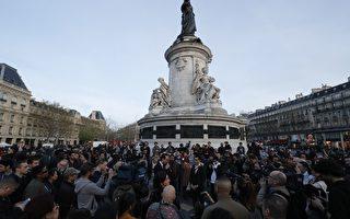 一名中國男子上週日(26日)晚間在巴黎遭法國警察槍殺,引發當地華人持續抗議。圖為30日抗議情形。(FRANCOIS GUILLOT/AFP/Getty Images)