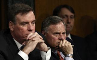 3月30日,參議院情報委員會就俄羅斯干預美總統大選進行第一次公開聽證。圖為主席伯爾(Richard Burr、共和黨人,右一)和副主席華納(Mark Warner、民主黨人,左一)在聽證會現場。(Win McNamee/Getty Images)