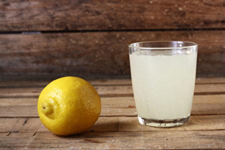 要给头发提色,柠檬汁是好帮手,全无双氧水(过氧化氢)的坏处。(Shutterstock)