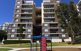 如果你是一個年輕人,要買房,想向父母求助,敢不敢張口呢?父母會借給你錢嗎?你大可一試,因為在澳洲首次購房者中半數以上在依靠父母的幫助。(簡沐/大紀元)