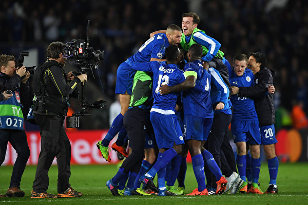 莱斯特城主场2-0力克塞维利亚,以总比分3比2晋级欧冠八强。 (Laurence Griffiths/Getty Images)