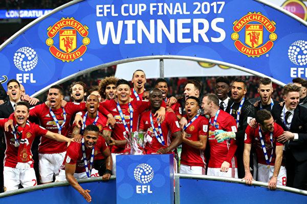 联赛杯决赛,曼联3-2险胜南安普顿,历史上第五次捧杯。 (Alex Livesey/Getty Images)