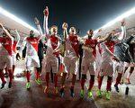摩纳哥在主场3-1击败曼城,双方总比分6比6战平。摩纳哥以客场进球优势,晋级欧冠八强。 (VALERY HACHE/AFP/Getty Images)
