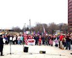 川普总统的支持者3月25日在费城独立国家历史公园集会现场。(凌浩/大纪元)
