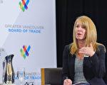 图说:Edelman温哥华分公司总经理安德森女士(Bridgitte Anderson)在温哥华贸易局的午餐会上,主持介绍Edelman国际信任度调查的探讨会。(Edelman公司提供)