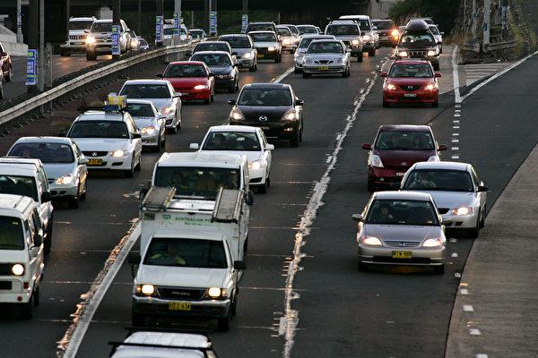 悉尼繁忙时的交通问题严重。 (Ian Waldie/Getty Images)