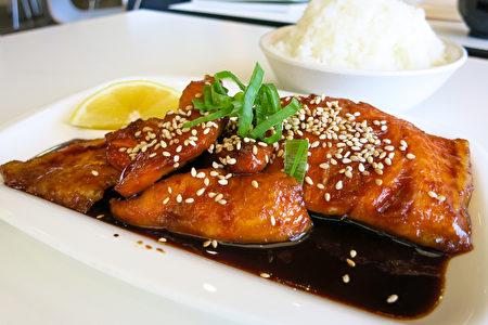 珀斯美食 Furusato秘製照燒三文魚。(田珊/大紀元)