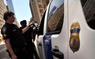 律師表示,即使是黑了身分,只要沒有遞解令並沒有刑事犯罪紀錄,也不用擔心。 (Spencer Platt/Getty Images)
