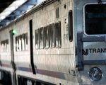 周五早间,一辆Amtrak火车在进入宾州车站时发生脱轨事故。 (Drew Angerer/Getty Images)