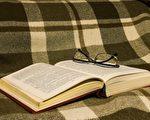 """""""睡前我会看犯罪小说,看一两章,当我遨游在故事中、设法解开谜团时,我有两大收获""""-""""CoSMo""""创办人Michhel Morvan(Pixabay)"""