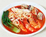 紅通通香辣的炒碼麵是韓國的國民美食料理。(攝影:彩霞/大紀元)