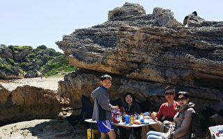 香港人Jonathan(右二)和家人在珀斯。(Jonathan提供)