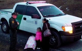 23日傍晚,纽约上州杰纳西奥村当地警察因超速拦截了两个西裔移民。 (Evan Goldstein提供)