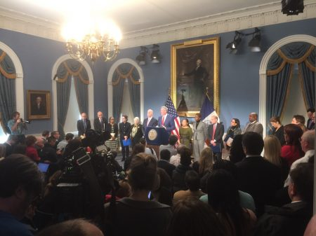 紐約市長白思豪和各局長在市政廳召開記者會,通報川普預算對紐約市的影響。