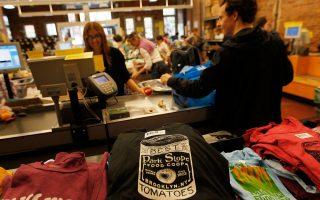 随叫随到的排班方式在杂货店和餐厅较为常见。 (Chris Hondros/Getty Images)