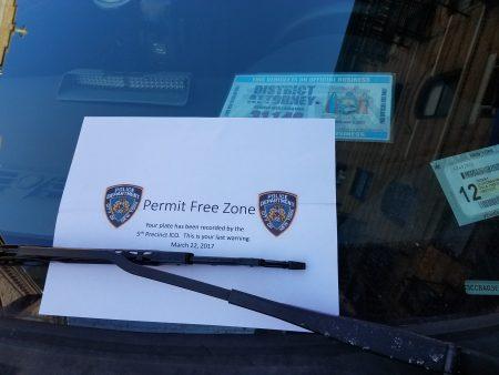 地检办的一辆公务车,昨天被5分局开出警告单,称此车停在不准停车的位置。