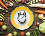 間歇性斷食不僅能減肥,還有助於減腹部脂肪,改善心臟病、糖尿病。(Shutterstock)