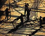 中國房市泡沫的危險一直以來是很多人談論的焦點,但每次談論危險都引來房價進一步上漲。(Photo by Guang Niu/Getty Images)