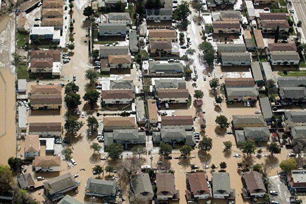 圣荷西部分地区遭洪水侵袭的空拍图。(AFP PHOTO/NOAH BERGER)