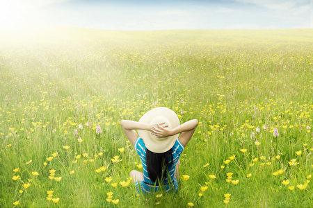 """心理学课程的教授泰勒.沙哈尔(Taylor Shahar)曾写下一条幸福方程式:""""幸福=快乐+有意义""""。(fotolia"""