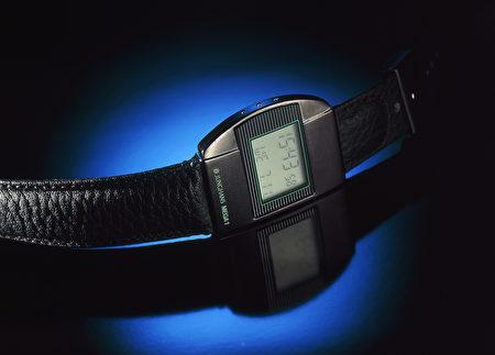 荣瀚宝星第一款无线电波腕表。(黑森林旅游局提供)