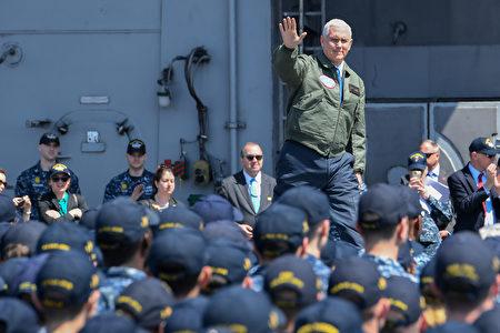 彭斯4月19日登上航空母艦裡根號,對美軍發表講話。(Toshifumi KITAMURA /AFP)