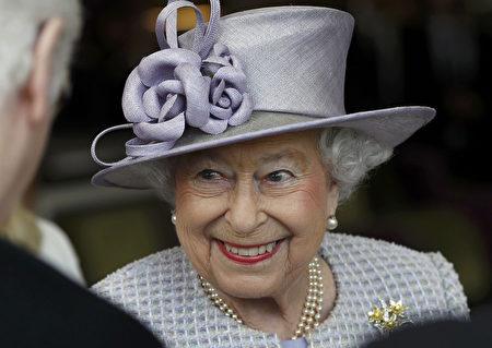 英國女王伊莉莎白二世每年過兩次生日,一次是實際生日,另一次是官方生日。(PETER NICHOLLS / POOL / AFP)