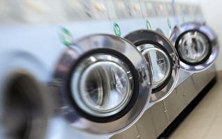 """""""教宗方济各自助洗衣店""""开张,提供给游民免费洗衣服。图为自助洗衣机。 (LOIC VENANCE/AFP)"""
