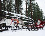 聖誕老人的故鄉——芬蘭在世界經濟論壇評選的最安全國家榜單上位居第一。圖爲2011年12月15日,芬蘭拉普蘭省羅瓦涅米聖誕老公公駕著雪橇,趕著馴鹿。(JONATHAN NACKSTRAND/AFP)