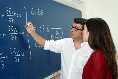 無論什麼原因找教授,一定要事先準備好與教授面談的問題和相關材料。(Fotolia)
