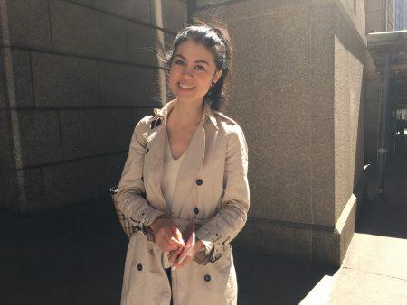 在華爾街做房地產經紀人的Alison表示,自己就住在華爾街和富頓街(Fulton Street)的交叉口,所以平時來上班連地鐵都不用,走一走就到了。 (于佩/大紀元)