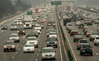 加州作為全美人口最多的州,面臨全國最嚴重的汽車尾氣問題。(Justin Sullivan/Getty Images)