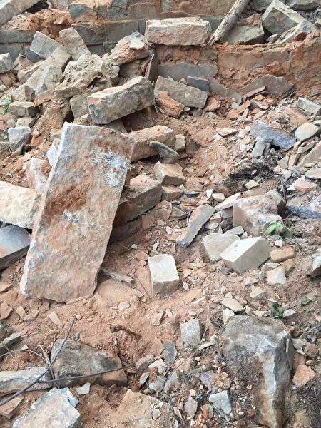 4月13日,福建晋江市永和镇英墩村一拆迁废墟发现一具老人尸体,知情村民透露为村委会雇人偷偷强拆压死人。(受访者提供)