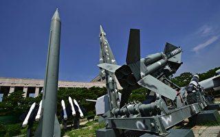 韩美两国军方近日商定将采取可遏制朝鲜核威胁的一切可用措施,包括在朝鲜半岛定期部署美国战略武器等。(JUNG YEON-JE/AFP/Getty Images)