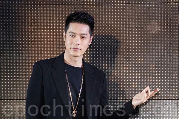 艺人周汤豪12月12日在台北出席法国沙龙发品活动。(陈柏州/大纪元)