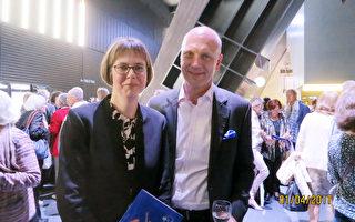 工程師Sven Warnck與妻子共同觀賞了2017年4月1日神韻世界藝術團在漢堡邁爾劇院的演出。(余平/大紀元)