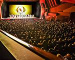4月8日晚,神韵国际艺术团在南加州科斯塔梅莎市的橙县艺术中心举行了第五场演出,加座依旧爆满。(季媛/大纪元)
