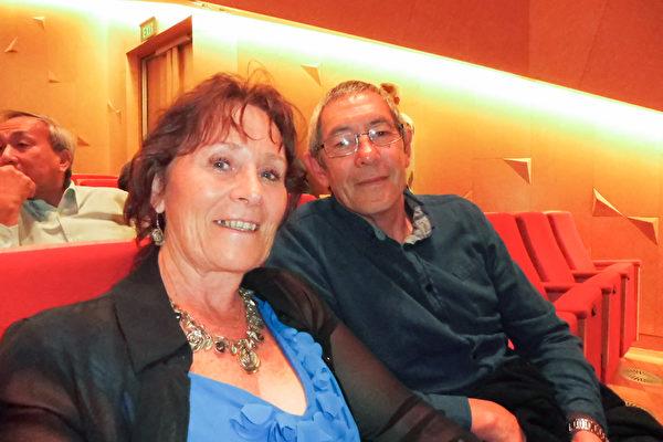 在警察部工作的Peter Coleman把神韵票作为生日礼物送给妻子Carol,两人在ASB剧院度过了一个难忘的周末。(古木/大纪元)